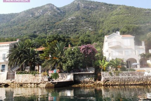 House with private beach and marina Stoliv, Kotor-Top Estate Montenegro