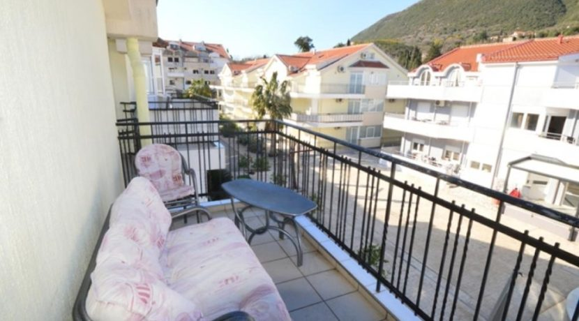 Большая квартира на двух уровнях Кумбор, Герцег Нови-Топ недвижимости Черногории