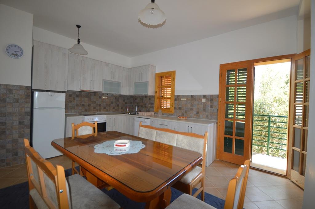 House in Kumbor 1 km from Porto Novi