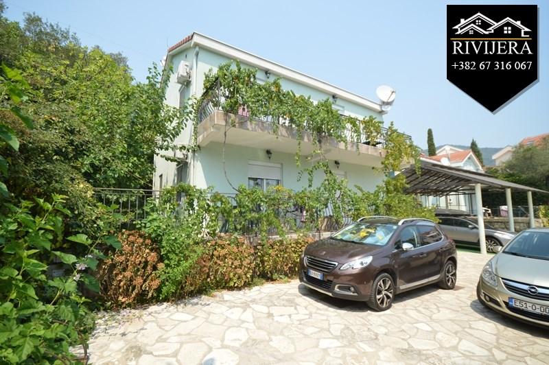 zwei h user nah am meer djenovici herceg novi top immobilien montenegro. Black Bedroom Furniture Sets. Home Design Ideas