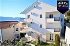 Прекрасная двухкомнатная квартира Кумбор, Герцег Нови-Топ недвижимости Черногории