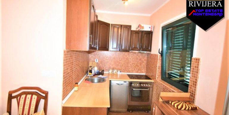 Mеблированная двухкомнатная квартира с видом на море Игало, Герцег Нови-Топ недвижимости Черногории