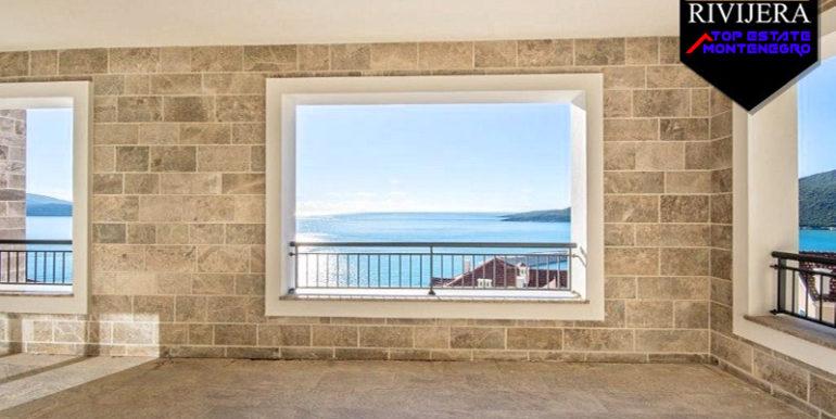 Привлекательная двухкомнатная квартира Луштица бай, Тиват-Топ недвижимости Черногории
