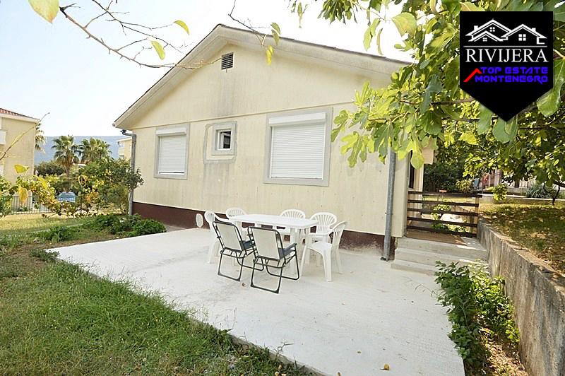 Kuća sa velikim placem blizu mora Baošići, Herceg Novi