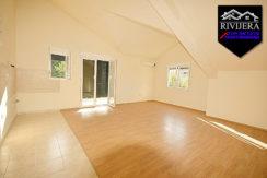 Без мебели комфортабельная квартира Дженовичи, Герцег Нови-Топ недвижимости Черногории