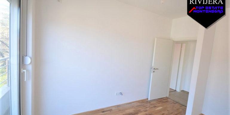 Новая без мебели двухкомнатная квартира Топла, Герцег Нови-Топ недвижимости Черногории