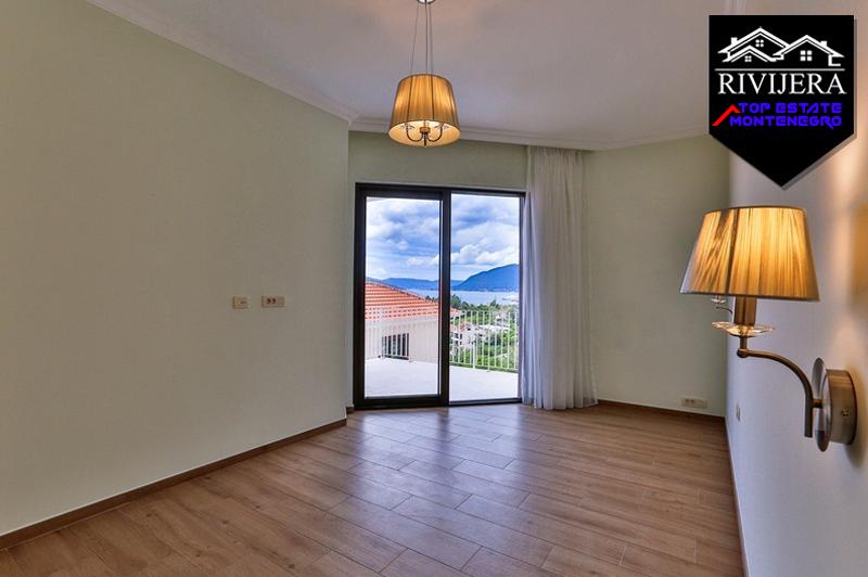 Потрясающий таунхаус с бассейном, Тиват-Топ недвижимости Черногории