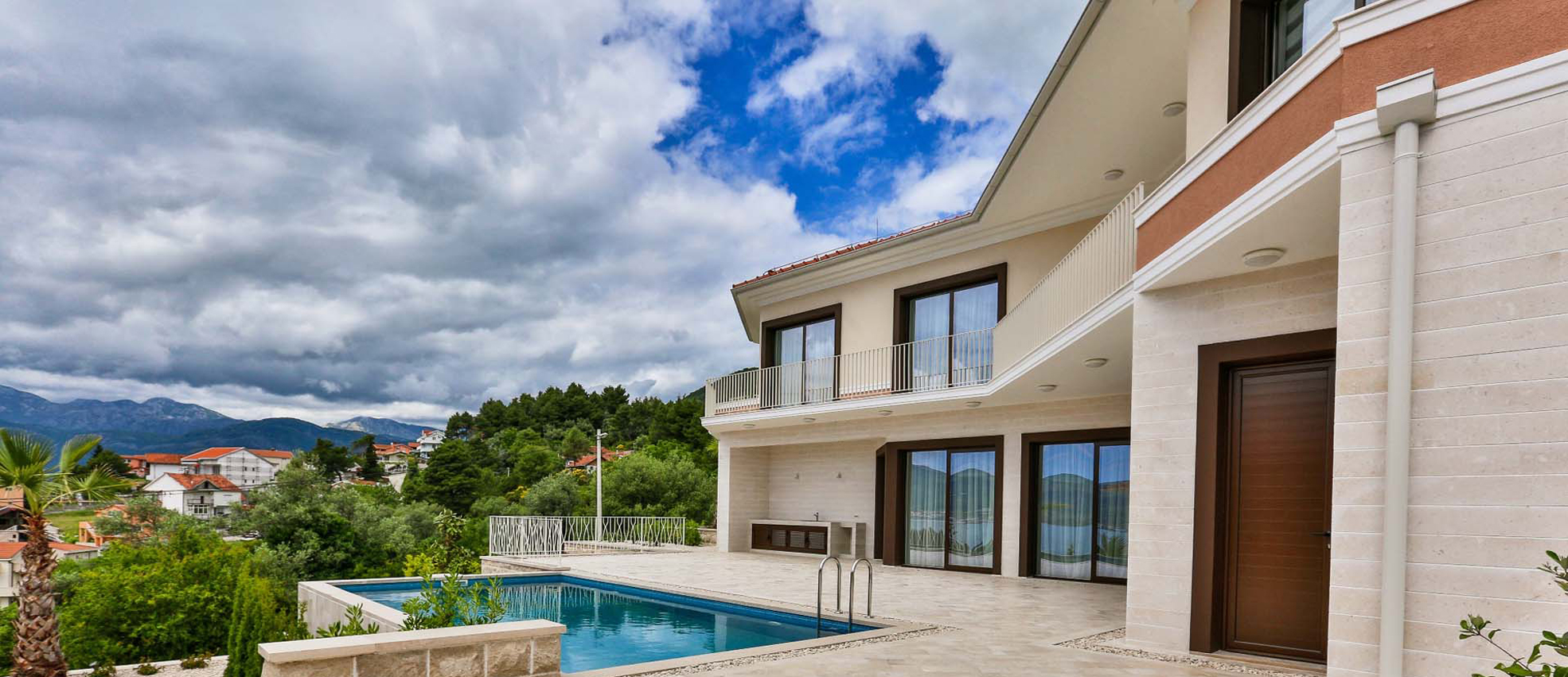 Moderna vila na popularnoj lokaciji Tivat