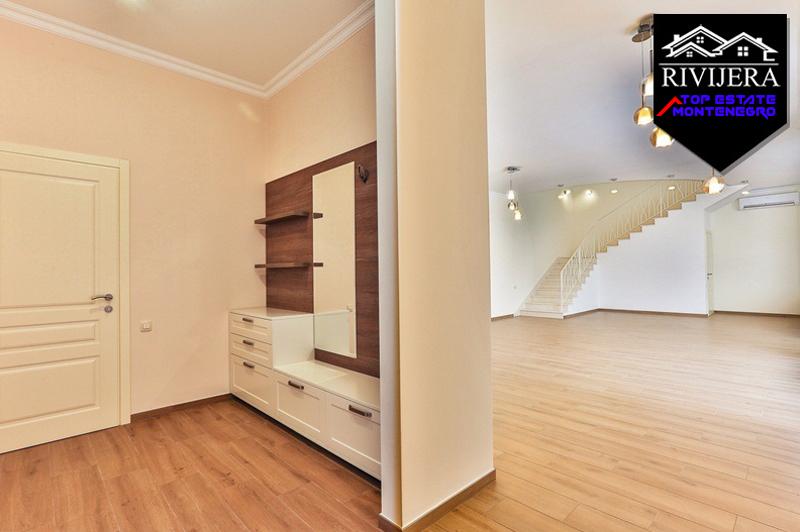 Ideal family villa in a quiet location, Tivat-Top Estate Montenegro