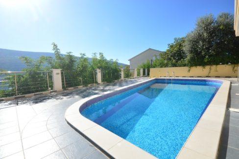 Lovely ground floor apartment in gated community with swimming pool Djenovici, Herceg Novi-Top Estate Montenegro