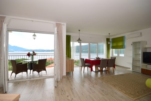 Nice and cheap apartment Baosici, Herceg Novi-Top Estate Montenegro