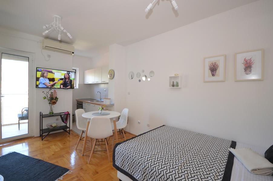 rn2367-lijep-mali-apartman-igalo-herceg-novi-top-nekretnine-crna-gora