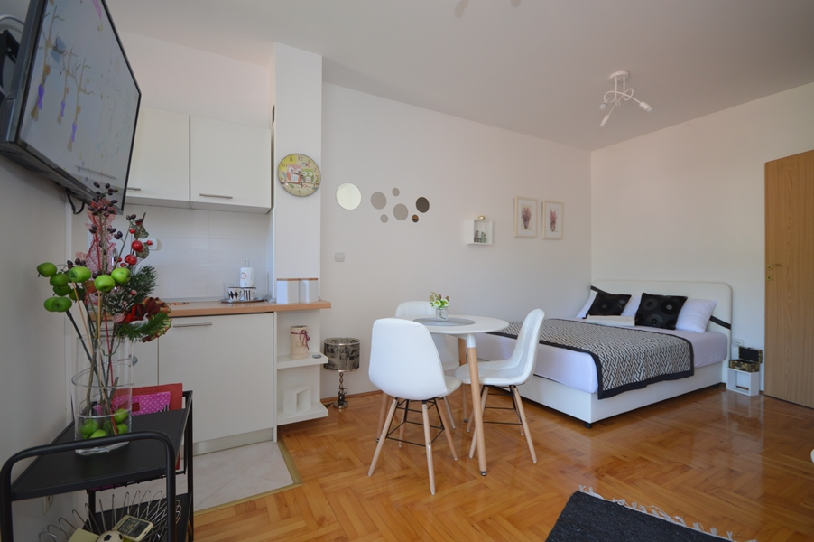 rn2367-nice-small-studio-igalo-herceg-novi-top-estate-montenegro
