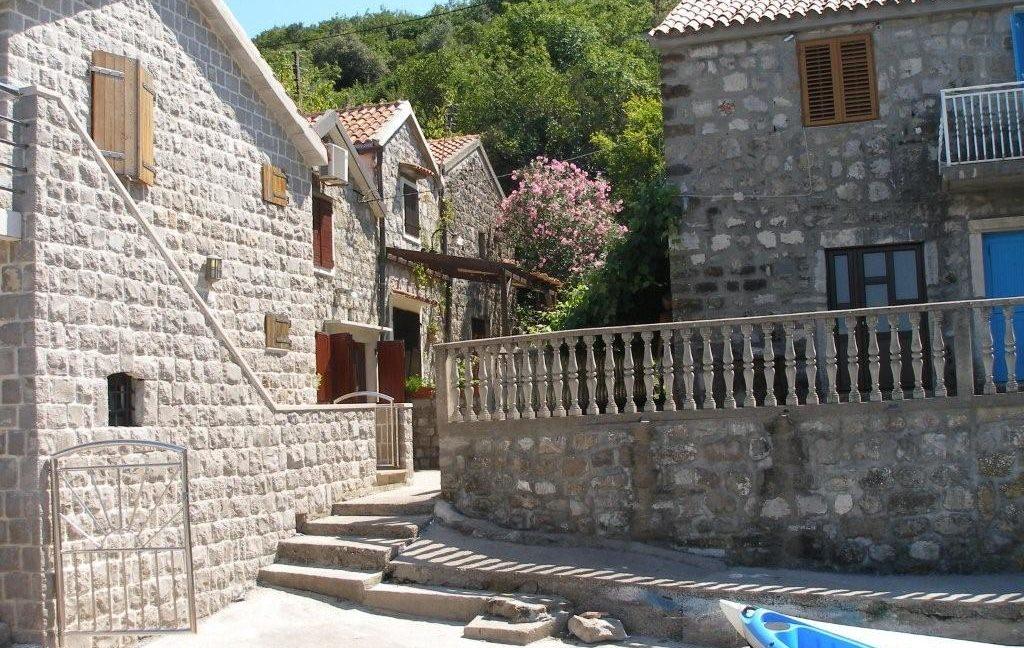 rn2368-charming-stone-house-kakrc-tivat