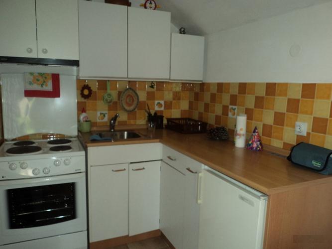 rn2368-charming-stone-house-kitchen