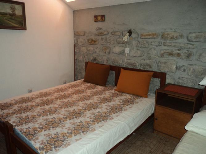 rn2368-charming-stone-house-sleep-room