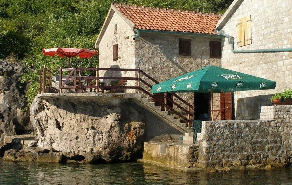 rn2368-charming-stone-house-with-boat-pier