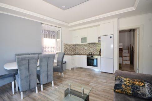 rn2373-apartment-in-quiet-complex-living-room-4