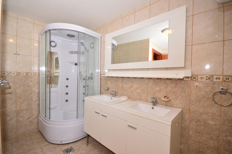rn2377-beautiful-natural-stone-villa-bathroom-2