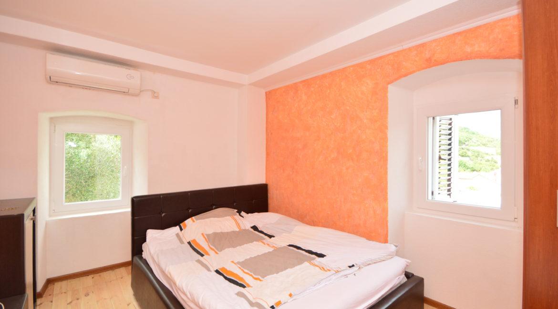 rn2377-beautiful-natural-stone-villa-bedroom-1