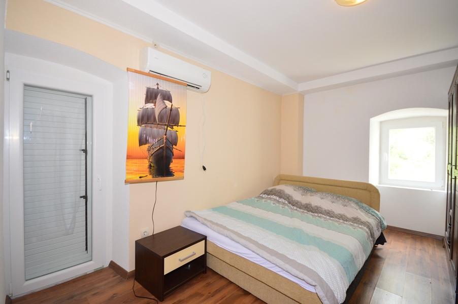 rn2377-beautiful-natural-stone-villa-bedroom-2