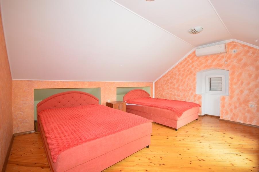 rn2377-beautiful-natural-stone-villa-bedroom-3