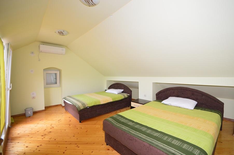 rn2377-beautiful-natural-stone-villa-bedroom-4