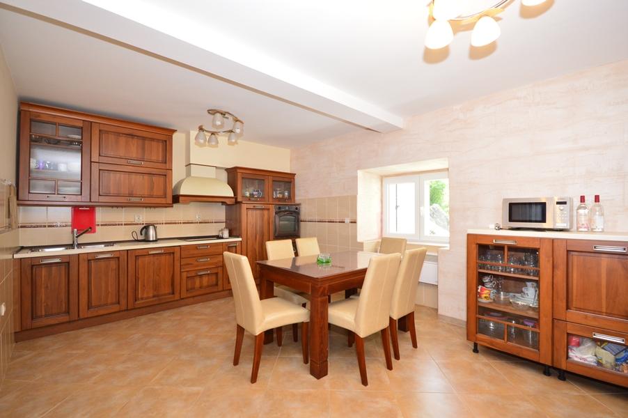rn2377-beautiful-natural-stone-villa-kitchen