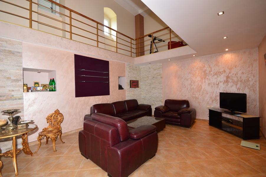 rn2377-beautiful-natural-stone-villa-living-room-1