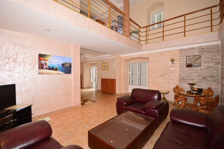 rn2377-beautiful-natural-stone-villa-living-room-2