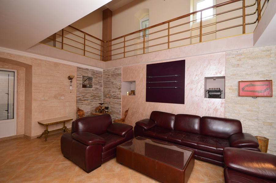 rn2377-beautiful-natural-stone-villa-living-room-3