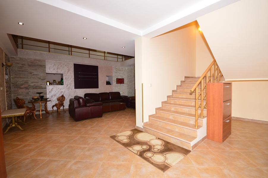 rn2377-beautiful-natural-stone-villa-stairway-2