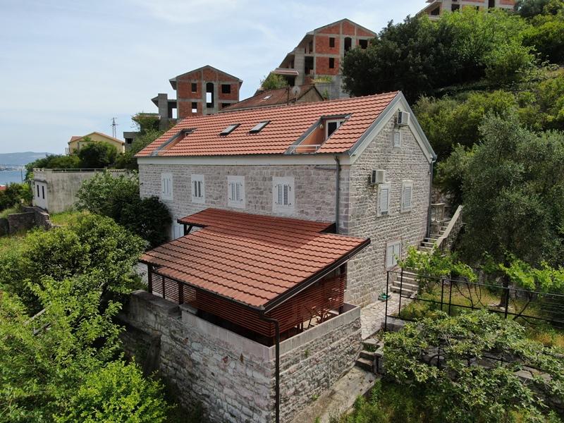 rn2377-beautiful-natural-stone-villa