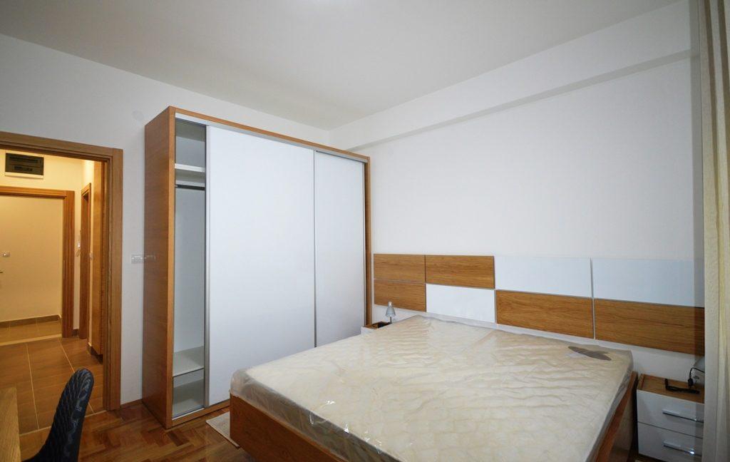 rn2380-quiet-apartment-bedroom-2