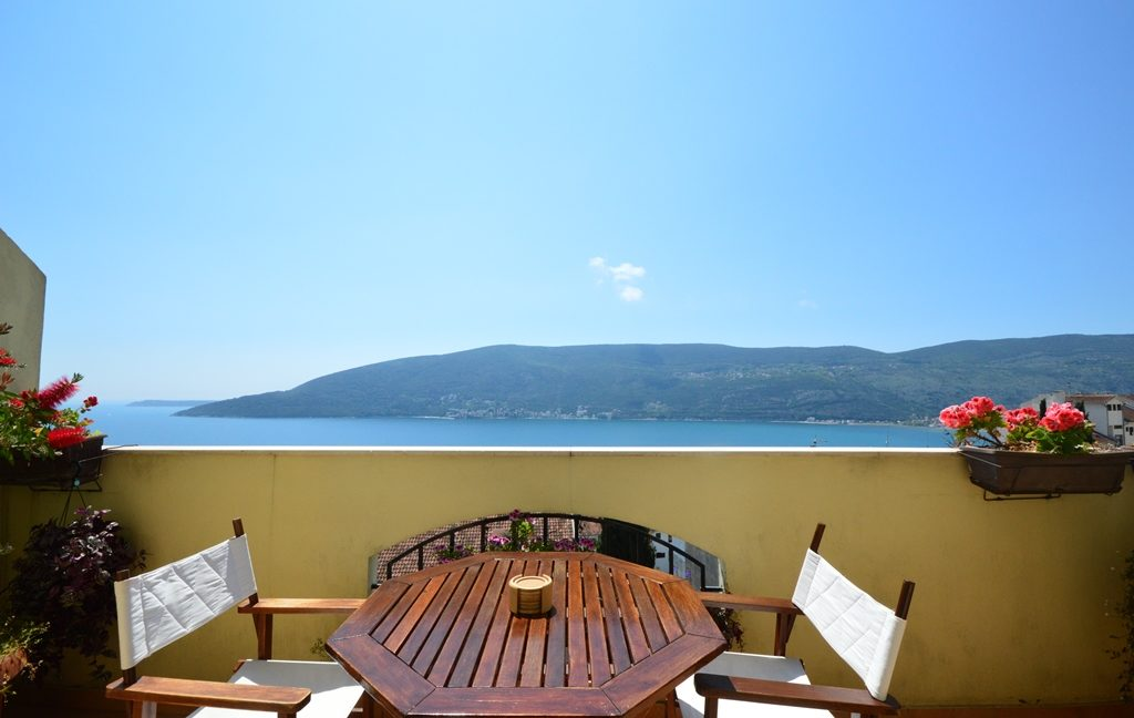 rn2381-beautiful-apartment-balcony-1