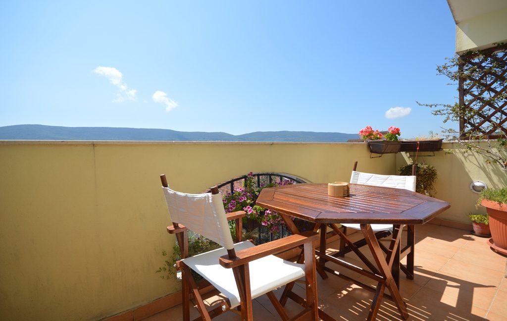 rn2381-beautiful-apartment-balcony-2