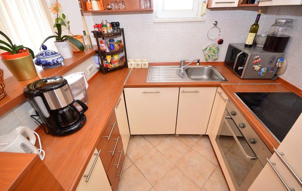 rn2381-beautiful-apartment-kitchen