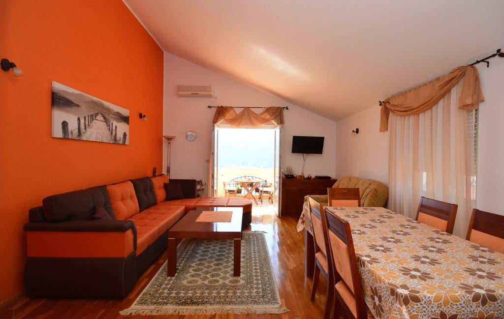 rn2381-beautiful-apartment-living-room-1