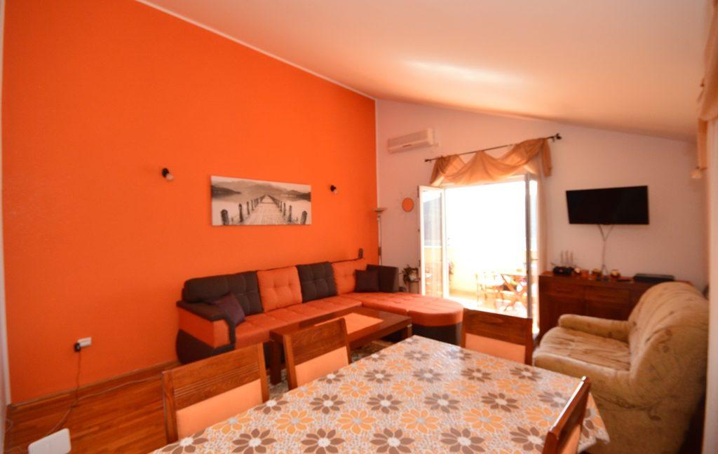 rn2381-beautiful-apartment-living-room-2