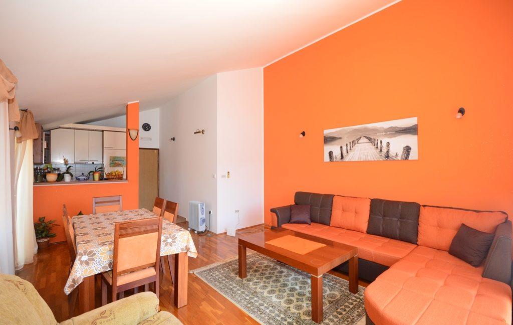 rn2381-beautiful-apartment-living-room-4