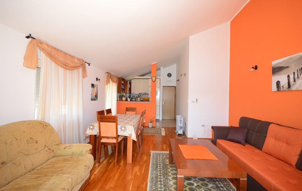 rn2381-beautiful-apartment-living-room-5