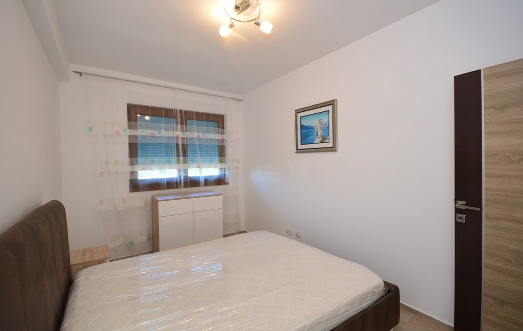 rn2382-practical-apartment-bedroom-3