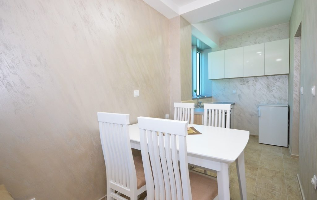 rn2382-practical-apartment-dining-room