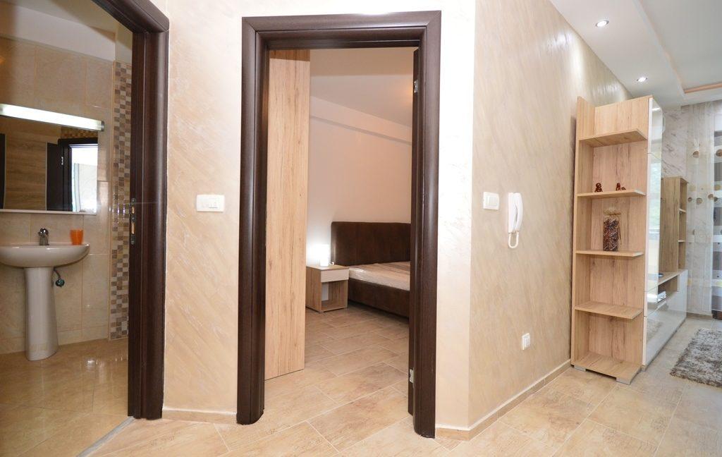 rn2382-practical-apartment-hallway