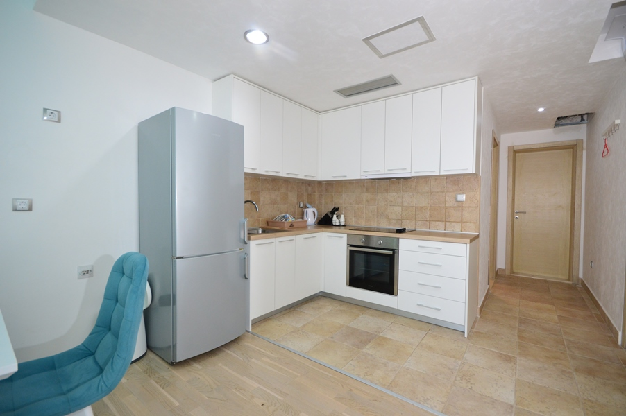 rn2383-lovely-apartment-kitchen