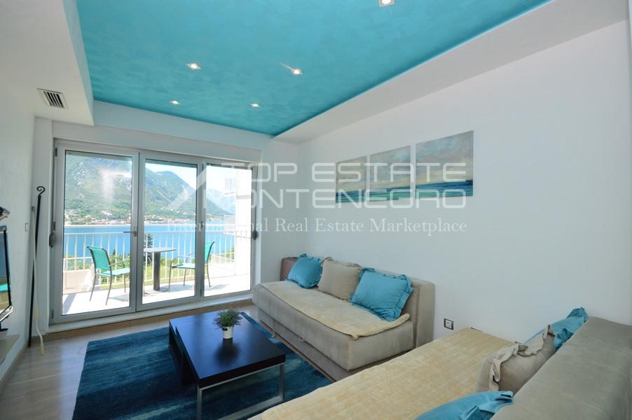 rn2383-lovely-apartment-living-room-1