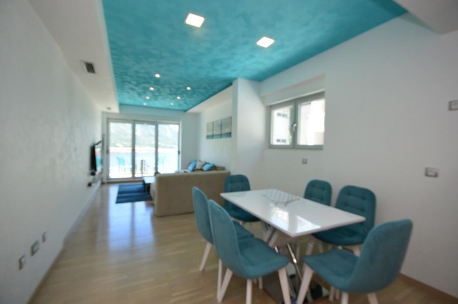 rn2383-lovely-apartment-living-room-4