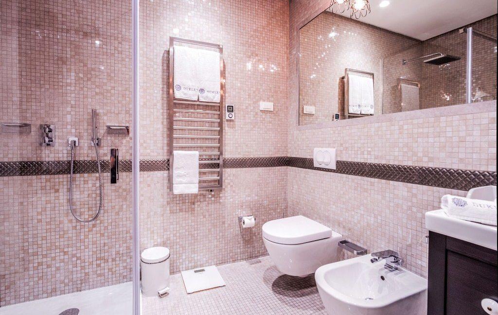 rn2384-luxury-apartment-bathroom-1