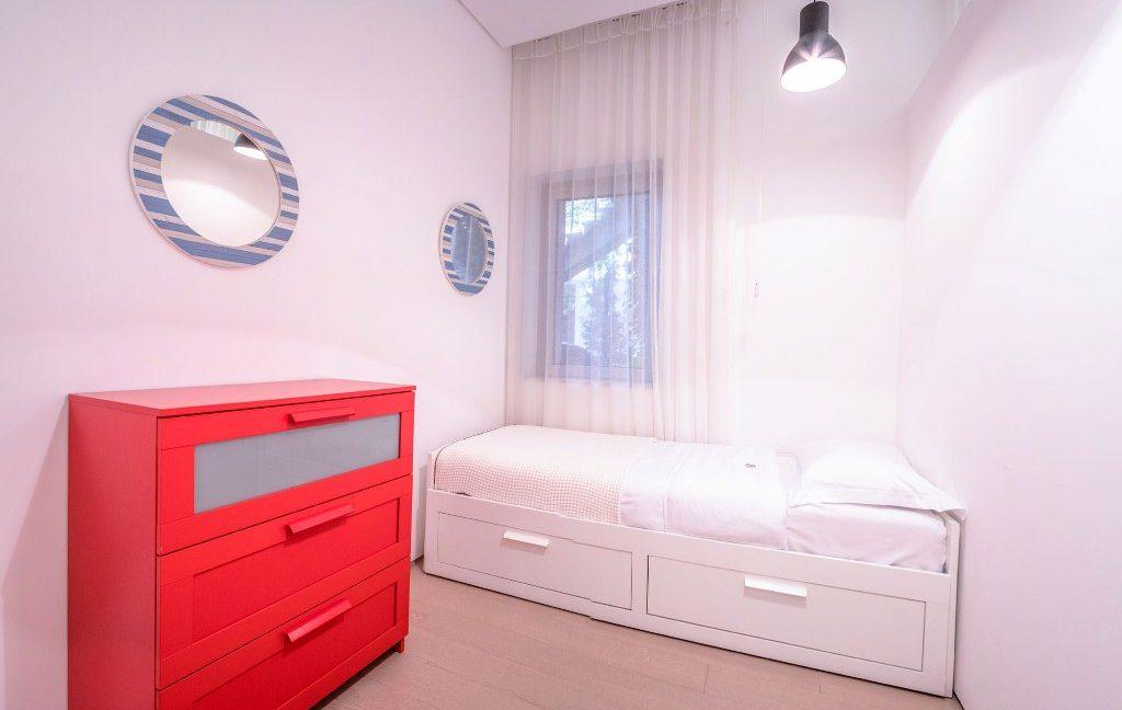 rn2384-luxury-apartment-bedroom-2