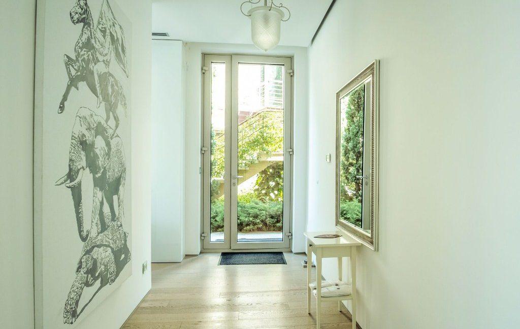 rn2384-luxury-apartment-hallway